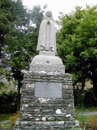 Statue_of_St.Gobnait Baile_Mhuirne