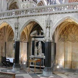 Medieval Gothic architecture, 1220-1400, Percy tomb, burial place of St John of Beverley,