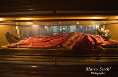 The incorrupt relics of St. Lucy, in the church of San Geremia, Venice (source)