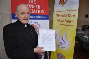 Fr Barney McGuckian, SJ with the letter to the Pioneers from Pope Francis.