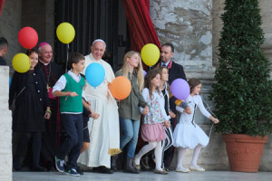 Pope Francis and grandchildren
