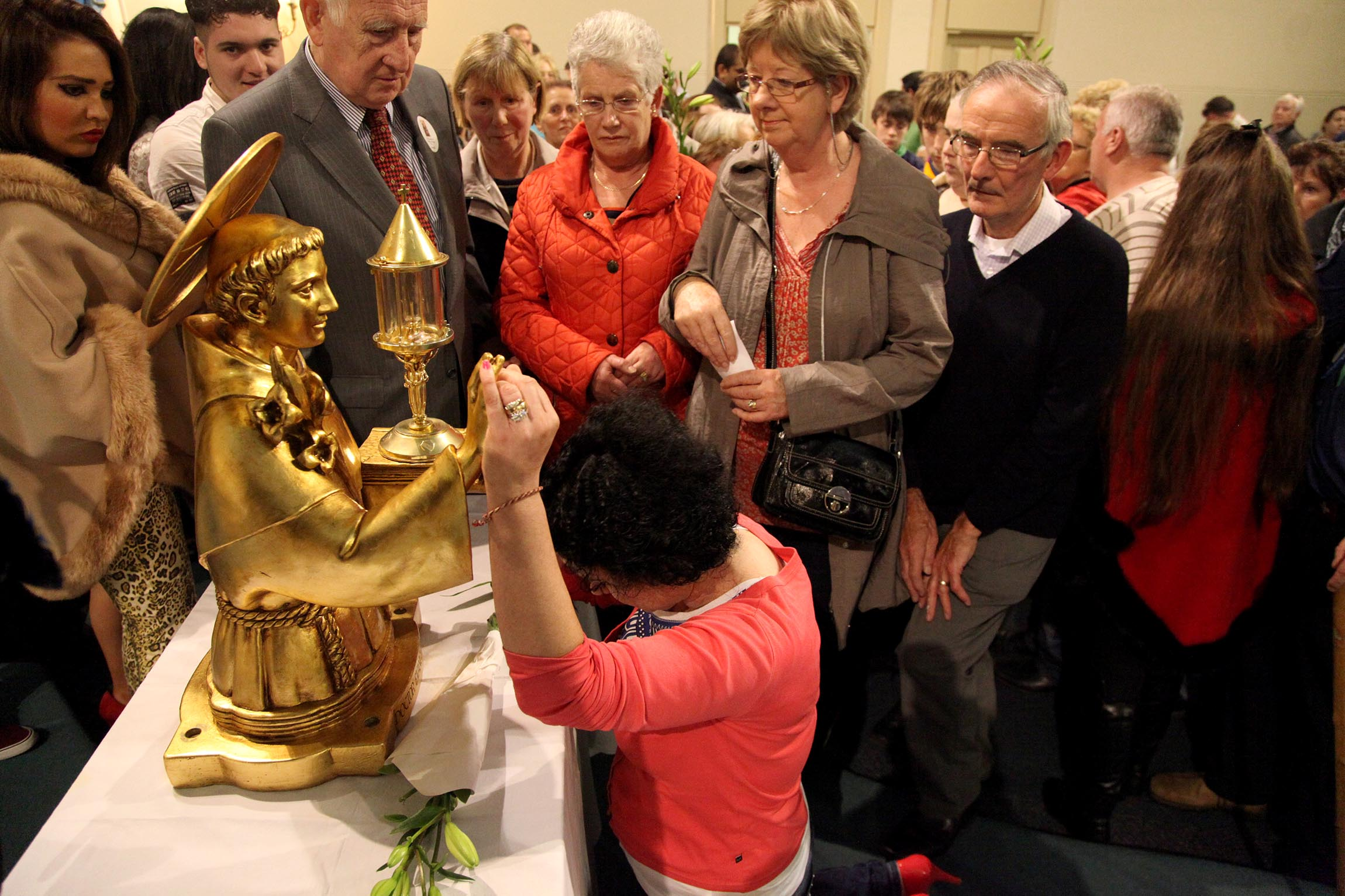 250000 venerated st anthonys relics in ireland and uk
