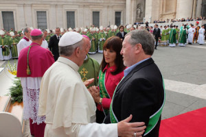 Catherine and Stewart Wiley of the CGA meet Pope Francis.