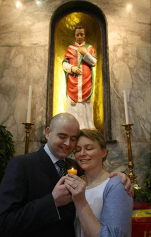 Couple under Shrine to St Valentine, Whitefriar Steet, Dublin