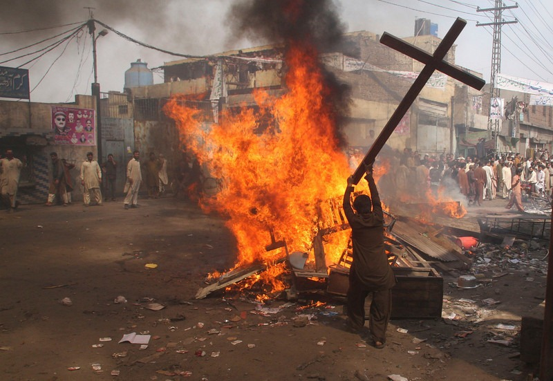 A muslim desecrates a church cross in the Pakistani city of Lahore