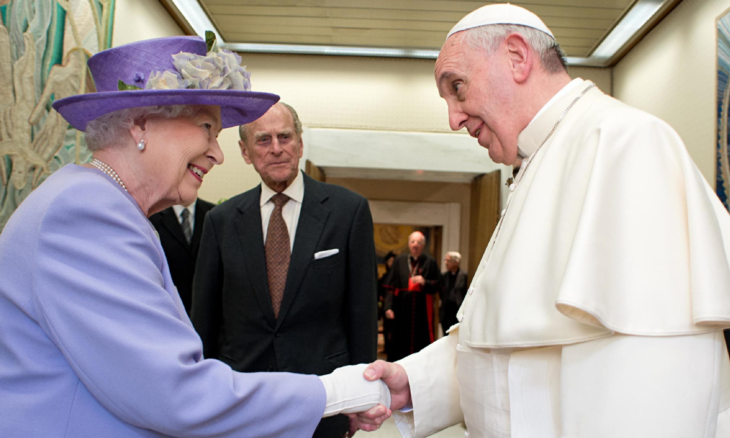 Cordial first meeting between Queen and Pope ...
