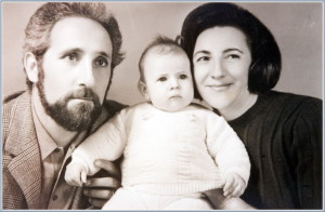 chiara-luce-badano-with-her-parents