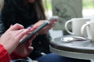 smartphone in cafe