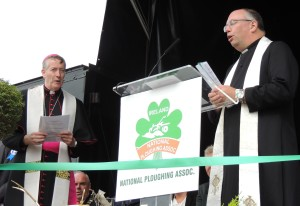 DSCN1993 bishop and revd