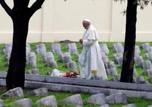 Pope Francis in Cemetery of Fogliano di Redipuglia3