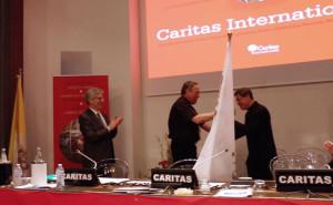 Cardinal Maradiaga handed the flag of Caritas Internationalis to Cardinal Luis Antonio Tagle. Photo by Alberto Arciniega/Caritas Mexico