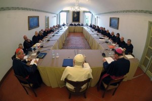 Pope Benedict XVI (C) leads a meeting with some of his ex-students at his summer residence in Castelgandolfo, south of Rome, August 30, 2010. REUTERS/Osservatore Romano (ITALY - Tags: RELIGION) THIS IMAGE HAS BEEN SUPPLIED BY A THIRD PARTY. IT IS DISTRIBUTED, EXACTLY AS RECEIVED BY REUTERS, AS A SERVICE TO CLIENTS