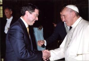 Senator Mullen meets Pope Francis at Vatican audience 2