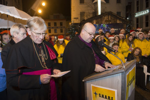 Bishop John Buckley and Bishop Paul Colton pictured at the launch of S.H.A.R.E.'s Fast and Fundraising campaign for the care of the elderly which will run in Cork City and shopping centers in surrounding areas until Christmas Eve. Pic: Gerard McCarthy
