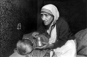 Mother Teresa tending dying destitute