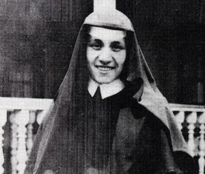Sister Teresa, later to become Mother Teresa of Calcutta in India, is pictured as a member of the Sisters of Loretto. Her work with the Loretto sisters in India centered on teaching and visiting the sick and elderly. She remained with the order until she founded the Missionaries of Charity. The new order, formed to serve the poorest of the poor, was officially recognized as a religious institute in the Archdiocese of Calcutta in 1950. This photo was taken in the mid-1940s. (CNS photo courtesy Missionaries of Charity) (Sept. 18, 2003) (b/w only)