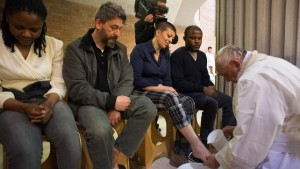 Pope Francis washes feet of prisoners