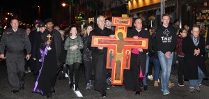 25.3.2016 ECUMENICAL WAY OF THE CROSS. This evening Church of Ireland Archbishop of Dublin Dr Michael Jackson joined Catholic Archbishop of Dublin Dr Diarmuid Martin in an Ecumenical Way of the Cross from Christ Church Cathedral To St Mary's Pro Cathedral. En route the two Archbishops paused at the GPO to remember all of those who died in 1916. Pic shows Archbishops Michael Jackson and Diarmuid Martin leading the Ecumenical Way of the Cross from Christ Church to St Mary's Pro Cathedral on Good Friday evening. Pic John Mc Elroy. NO REPRO FEE.