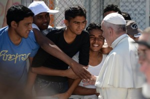 epa05261513 Pope Francis greets migrants and refugees at the Moria refugee camp near the port of Mytilene on the island of Lesbos, Greece, 16 April 2016. Pope Francis visits the Greek island of Lesbos on 16 April, in a trip aimed at supporting refugees and drawing attention to the frontline of Europe's migration crisis. EPA/FILIPPO MONTEFORTE / POOL