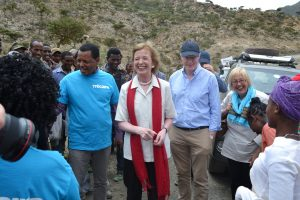 mary_robinson_in_ethiopia_with_trocaire